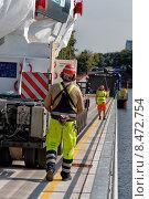 Купить «Berlin, Germany, low loader transports a 500-ton power plant gas turbine», фото № 8472754, снято 18 июля 2014 г. (c) Caro Photoagency / Фотобанк Лори