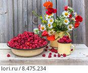 Натюрморт с малиной и полевыми цветами, фото № 8475234, снято 1 июля 2015 г. (c) Татьяна Назмутдинова / Фотобанк Лори