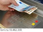 Купить «hand money bank cash robot», фото № 8482330, снято 26 мая 2020 г. (c) PantherMedia / Фотобанк Лори