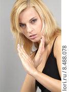 Купить «woman face hand wild dangerous», фото № 8488078, снято 16 июля 2018 г. (c) PantherMedia / Фотобанк Лори