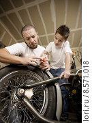 Купить «Hispanic father and son in garage», фото № 8571018, снято 25 июня 2018 г. (c) PantherMedia / Фотобанк Лори