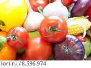 Купить «Фон из свежих овощей: перец, чеснок, помидоры, лук, кукуруза», фото № 8596974, снято 1 августа 2015 г. (c) Екатерина Овсянникова / Фотобанк Лори