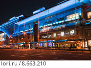Купить «Торговый центр Европейский ночью. Москва», фото № 8663210, снято 6 августа 2015 г. (c) Victoria Demidova / Фотобанк Лори