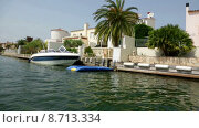 Купить «Empuriabrava is largest residential marina in Europe with some 24 km of navigable canals and waterways», видеоролик № 8713334, снято 30 мая 2015 г. (c) Яков Филимонов / Фотобанк Лори