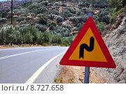 Купить «Mountain road curve sign», фото № 8727658, снято 23 марта 2018 г. (c) PantherMedia / Фотобанк Лори