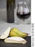 Купить «water fruit wine cheese bulb», фото № 8914006, снято 19 августа 2019 г. (c) PantherMedia / Фотобанк Лори