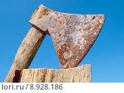 Купить «alt axtmetallwerkzeughimmelblau handwerk gartenger holz», фото № 8928186, снято 23 мая 2019 г. (c) PantherMedia / Фотобанк Лори