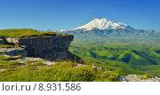 Гора Эльбрус летом (2015 год). Редакционное фото, фотограф александр жарников / Фотобанк Лори
