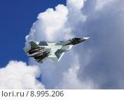 Купить «Истребитель Т-50 на фоне облачного неба», фото № 8995206, снято 5 августа 2015 г. (c) Владимир Приземлин / Фотобанк Лори