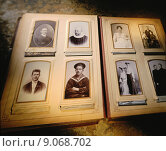 Купить «Hamburg, Germany, old photo album», фото № 9068702, снято 26 февраля 2014 г. (c) Caro Photoagency / Фотобанк Лори