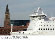 Купить «this is simply part of kiel,the town hall tower and ships», фото № 9090966, снято 27 июня 2019 г. (c) PantherMedia / Фотобанк Лори