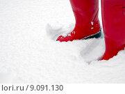 Купить «Red wellington boots in the snow», фото № 9091130, снято 21 июля 2018 г. (c) PantherMedia / Фотобанк Лори