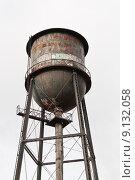 Купить «Rusty, Graffiti-covered Water Tower», фото № 9132058, снято 18 февраля 2019 г. (c) PantherMedia / Фотобанк Лори