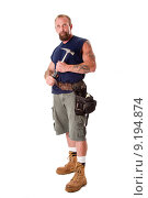 Купить «Carpenter Man with hammer tool», фото № 9194874, снято 22 июля 2018 г. (c) PantherMedia / Фотобанк Лори