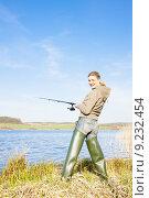 Купить «woman fishing at a pond», фото № 9232454, снято 25 января 2020 г. (c) PantherMedia / Фотобанк Лори
