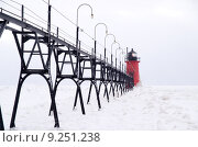 Купить «Catwalk to the Lighthouse on South Haven Pier », фото № 9251238, снято 20 марта 2019 г. (c) PantherMedia / Фотобанк Лори