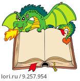 Купить «Green dragon holding old book», иллюстрация № 9257954 (c) PantherMedia / Фотобанк Лори