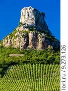 Купить «La Roche de Solutré with vineyards, Burgundy, France», фото № 9273126, снято 19 сентября 2019 г. (c) PantherMedia / Фотобанк Лори