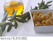 Купить «Olves in a white plate, olive branch and olive oil », фото № 9313002, снято 19 марта 2019 г. (c) PantherMedia / Фотобанк Лори