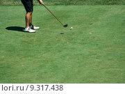 Купить «Golfer teeing off with a driver», фото № 9317438, снято 24 августа 2019 г. (c) PantherMedia / Фотобанк Лори