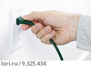 Hand removing plug from outlet. Стоковое фото, фотограф Elena Elisseeva / PantherMedia / Фотобанк Лори