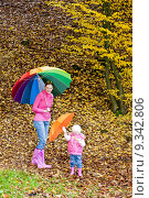 Купить «mother and her daughter with umbrellas in autumnal nature», фото № 9342806, снято 16 февраля 2019 г. (c) PantherMedia / Фотобанк Лори