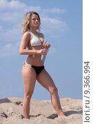 Купить «Young woman in bikini drinking water», фото № 9366994, снято 13 ноября 2019 г. (c) PantherMedia / Фотобанк Лори