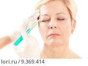 Купить «woman old age syringe injection», фото № 9369414, снято 17 августа 2019 г. (c) PantherMedia / Фотобанк Лори