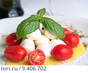Купить «cherry mozzarella caprese, with tomatoes, oil and basil», фото № 9406702, снято 19 марта 2019 г. (c) PantherMedia / Фотобанк Лори