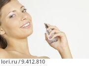 Купить «portrait of young woman with perfume», фото № 9412810, снято 26 марта 2019 г. (c) PantherMedia / Фотобанк Лори