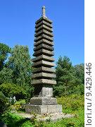 Купить «Тринадцатиярусная каменная пагода в Японском саду. Главный Ботанический Сад имени Н.В.Цицина в Москве», эксклюзивное фото № 9429446, снято 8 августа 2015 г. (c) lana1501 / Фотобанк Лори