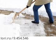 Купить «snow shovel schnee schaufeln schneeschaufel», фото № 9454546, снято 26 марта 2019 г. (c) PantherMedia / Фотобанк Лори