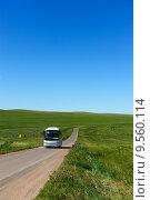 Купить «Bus in grassland», фото № 9560114, снято 24 августа 2019 г. (c) PantherMedia / Фотобанк Лори