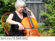 Купить «Female cellist.», фото № 9569602, снято 3 июля 2020 г. (c) PantherMedia / Фотобанк Лори