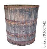 Купить «Старая большая деревянная бочка, изолировано на белом фоне», фото № 9606142, снято 4 августа 2015 г. (c) Игорь Долгов / Фотобанк Лори