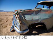 Купить «crashed car in the desert», фото № 9618342, снято 23 января 2020 г. (c) PantherMedia / Фотобанк Лори