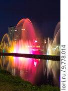 Купить «Шоу танцующих фонтанов в центре Батуми. Грузия», фото № 9778014, снято 9 июля 2013 г. (c) Евгений Ткачёв / Фотобанк Лори