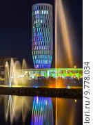 Шоу танцующих фонтанов в центре Батуми. Грузия (2013 год). Редакционное фото, фотограф Евгений Ткачёв / Фотобанк Лори