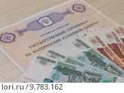 Купить «Материнский сертификат и российские деньги», фото № 9783162, снято 11 августа 2015 г. (c) Лариса Капусткина / Фотобанк Лори