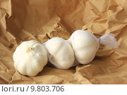 Купить «paper decorative wrapped garlic toe», фото № 9803706, снято 19 марта 2019 г. (c) PantherMedia / Фотобанк Лори