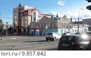 Купить «Проспект Ленина в районе Комсомольского парка, проезжая часть. Нижний Тагил», видеоролик № 9857842, снято 2 августа 2015 г. (c) Кекяляйнен Андрей / Фотобанк Лори
