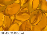 Купить «Transparent gold fish oil pills close-up», фото № 9864102, снято 19 марта 2019 г. (c) PantherMedia / Фотобанк Лори