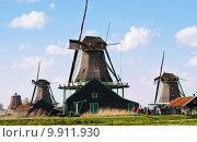 Купить «Мельницы в Голландии», фото № 9911930, снято 28 апреля 2015 г. (c) Наталья Быстрая / Фотобанк Лори