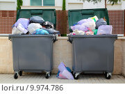 Купить «Trash garbage full container in street», фото № 9974786, снято 6 августа 2019 г. (c) PantherMedia / Фотобанк Лори