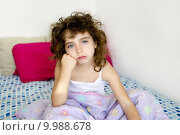 Купить «brunette girl boring bed messy morning hair», фото № 9988678, снято 23 февраля 2019 г. (c) PantherMedia / Фотобанк Лори
