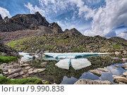 Тающие льдины на маленьком горном озере. Восточные Саяны. Бурятия. Стоковое фото, фотограф Виктор Никитин / Фотобанк Лори