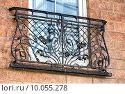 Купить «Декоративная балконная кованая решетка», фото № 10055278, снято 16 августа 2015 г. (c) Сергей Лаврентьев / Фотобанк Лори