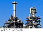 Купить «Oil Refinery (blue sky)», фото № 10179802, снято 18 июля 2018 г. (c) PantherMedia / Фотобанк Лори