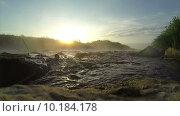 Рассвет над бурной рекой. Стоковое видео, видеограф Антон Глущенко / Фотобанк Лори