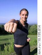 Купить «friendly punch - attractive young woman practicing self defense», фото № 10195814, снято 24 июня 2019 г. (c) PantherMedia / Фотобанк Лори